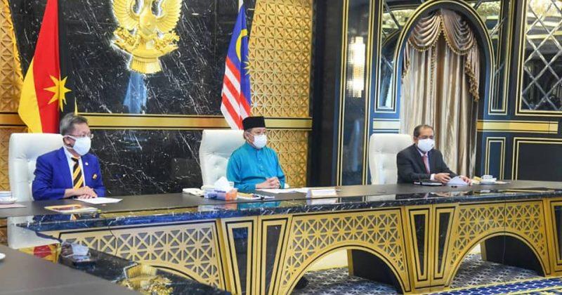 KUCHING, YAB Datuk Patinggi Abang Haji Zohari bin Tun Abang Haji Openg menyaksik… – Old Kuching Smart Heritage